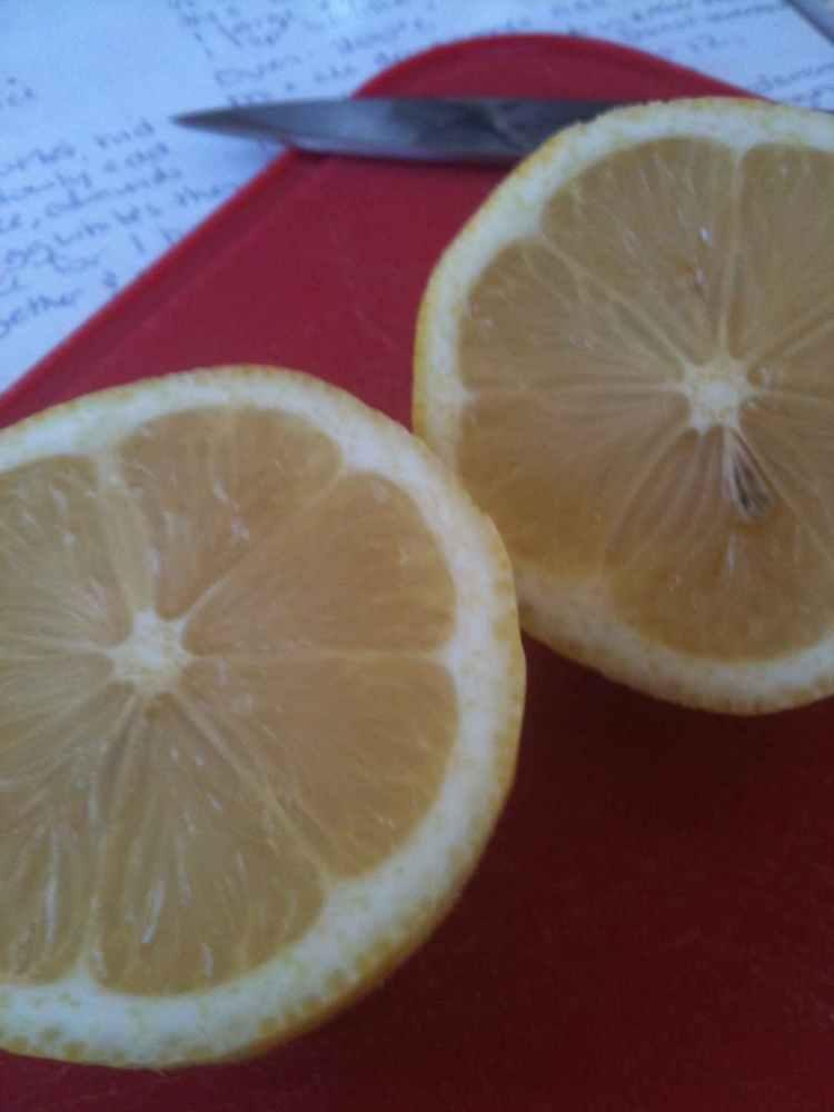 Gluten-free lemon cake (2/6)